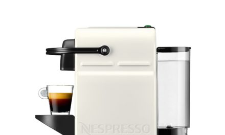 Haz tu café con la Cafetera Nespresso Krups Inissia