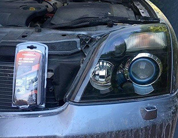 Pulir los faros del coche con acabado profesional